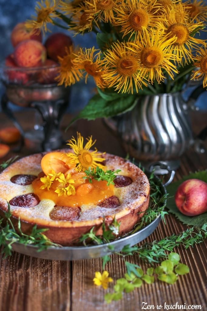 sernik z brzoskwiniami i musem morelowym