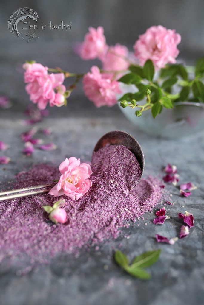 Co zrobić z płatków róży