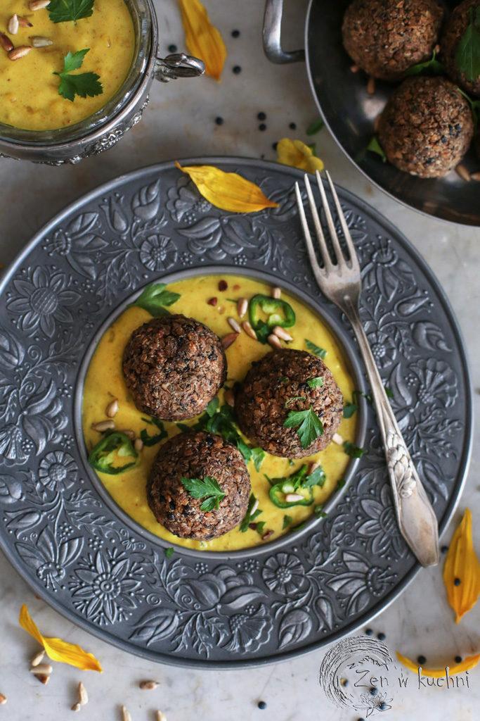 pulpety z kaszy gryczanej i soczewicy w sosie curry