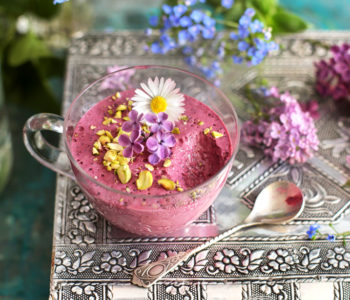 pianka jogurtowa z jagodami