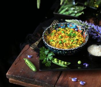 złoty ryż z warzywami