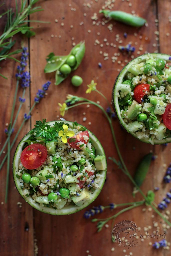 lawendowy kuskus z zielonym groszkiem