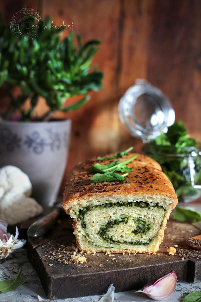 chleb nadziewany szpinakiem i kalafiorem