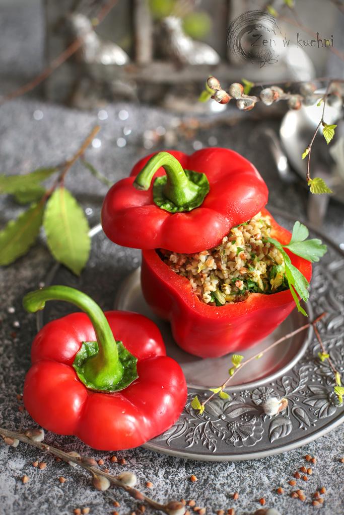papryka nadziewana kaszą i warzywami