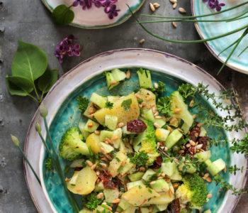 Sałatka ziemniaczana z brokułem