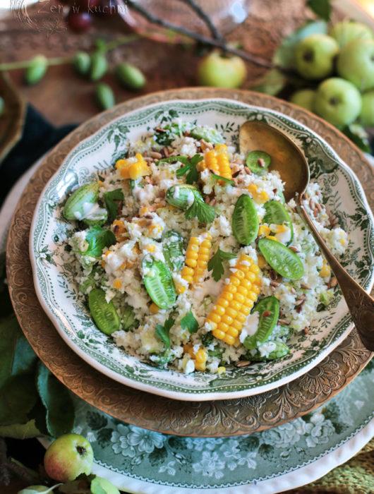 sałatka z kalafiorem i kukurydzą