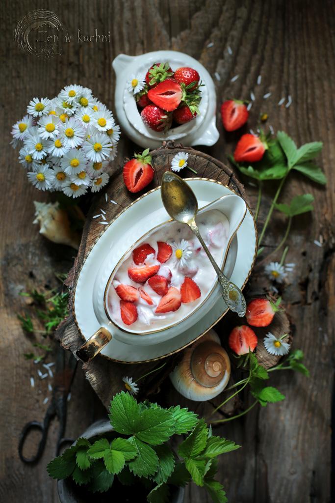 truskawki ze śmietaną