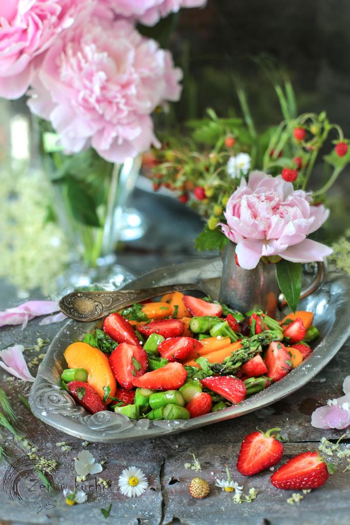 szparagi z truskawkami i morelami